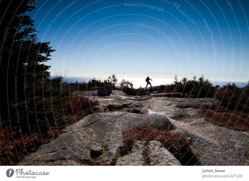 Über Stock und Stein Mensch Natur Wasser Himmel Pflanze Ferne Herbst Berge u. Gebirge Stein Landschaft Luft wandern Umwelt Felsen Erde USA