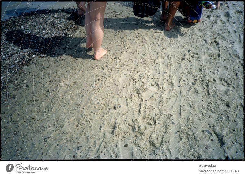 Im Sommer wars Mensch Natur Wasser Ferien & Urlaub & Reisen Meer Sommer Strand Erholung Umwelt Sand Beine Fuß Freizeit & Hobby gehen laufen Tourismus