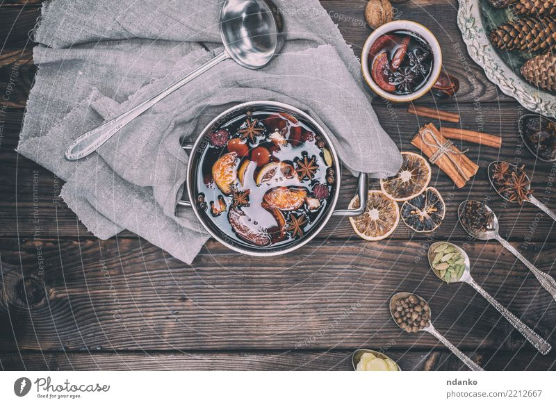 Zutaten in Eisenlöffeln Frucht Kräuter & Gewürze Getränk Alkohol Wein Glühwein Löffel Winter Dekoration & Verzierung Tisch Feste & Feiern Weihnachten & Advent