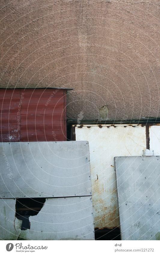 \_\-\ alt rot Wand grau Traurigkeit braun Metall dreckig Beton Fassade trist Stahl Rost schäbig Holzbrett Material