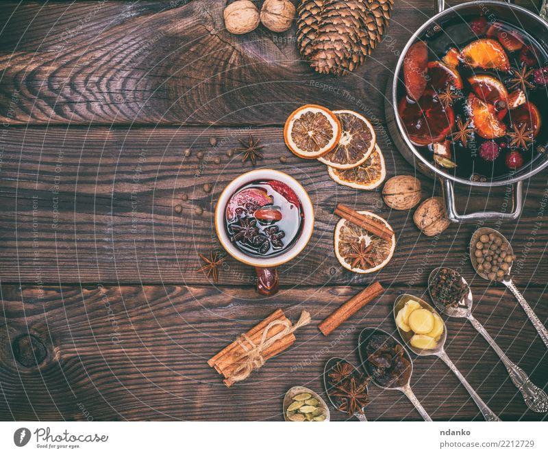 Weihnachten & Advent rot Holz Feste & Feiern braun Frucht Dekoration & Verzierung Tisch Papier Kräuter & Gewürze Getränk heiß Tradition Tasse Scheibe Alkohol
