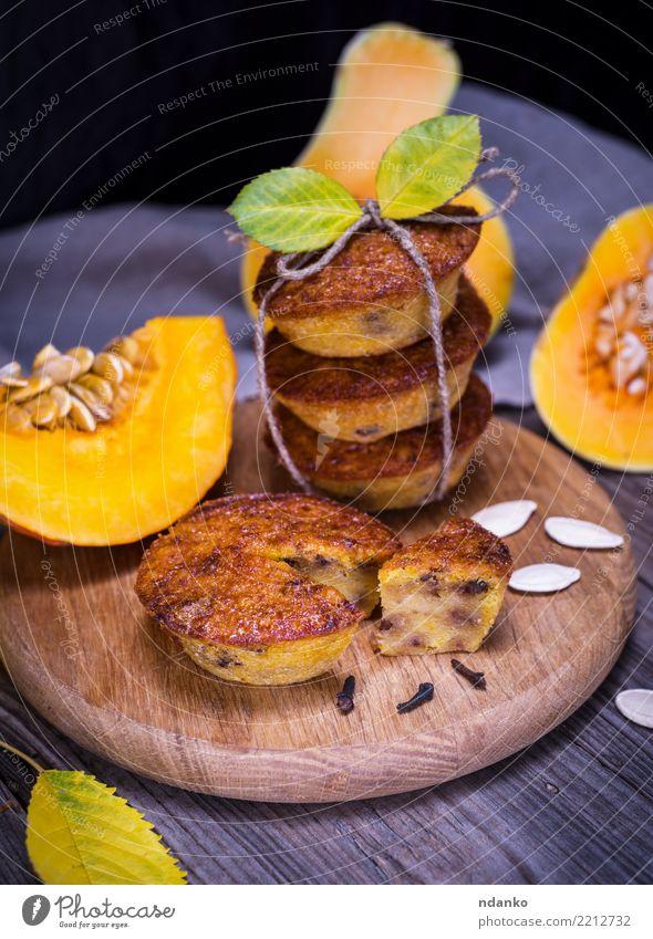 Cupcakes von einem Kürbis Holz frisch Tisch Küche Gemüse Süßwaren heiß Frühstück Tradition Dessert Brot Backwaren Mahlzeit Scheibe Zucker