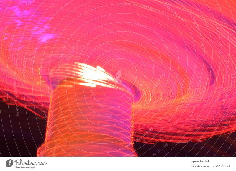 Kettenkarussel by night Jahrmarkt rosa Kettenkarussell Nachtaufnahme Farbfoto Außenaufnahme Menschenleer Langzeitbelichtung Bewegungsunschärfe Froschperspektive
