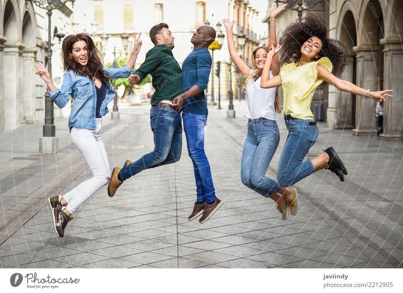 Multiethnische Gruppe junge Leute, die Spaß zusammen draußen haben Frau Mensch Jugendliche Mann Sommer schön Freude 18-30 Jahre Erwachsene Straße Lifestyle