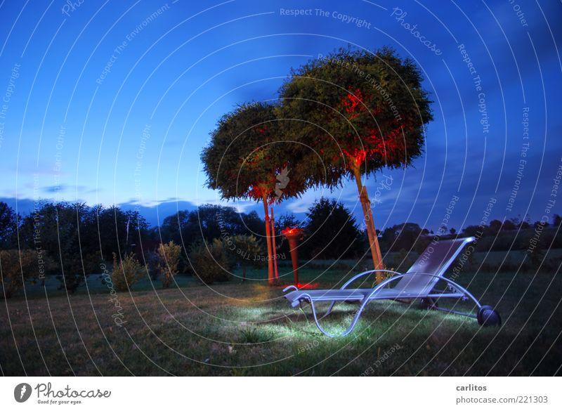 Dunkel war's Himmel Nachthimmel Sommer Schönes Wetter Baum Garten Erholung genießen träumen ästhetisch dunkel blau rot ruhig Liege Liegestuhl Lichtspiel Robinie