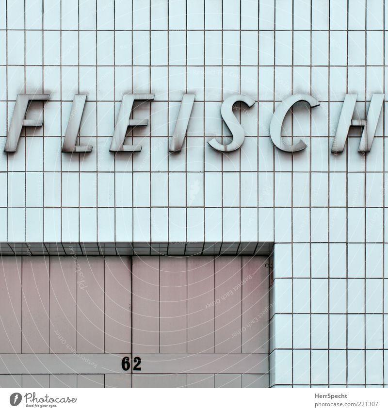 Fleisch 62 Mauer Wand Fassade Schriftzeichen grau weiß Ladengeschäft Metzgerei Beschriftung Fliesen u. Kacheln Tor Buchstaben Farbfoto Gedeckte Farben