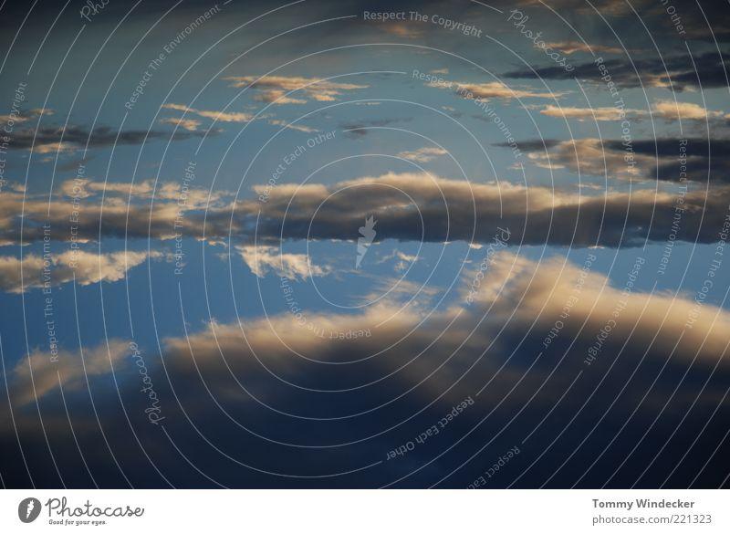 von blau zu grau Natur Himmel Wolken dunkel Regen Stimmung Nebel Wetter Umwelt bedrohlich Klima Gewitter Unwetter Urelemente Wasserdampf Klimawandel