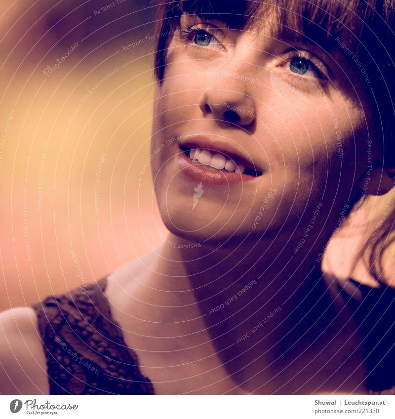 intemporel Jugendliche schön ruhig feminin Kopf Erwachsene träumen elegant ästhetisch Hoffnung Romantik Neugier Warmherzigkeit brünett 18-30 Jahre Interesse