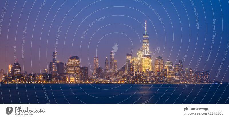 Skyline Manhattan New York aus New Jersey bei Nacht Stadt Wasser Haus Fenster Architektur Beleuchtung Küste Wetter Hochhaus genießen USA Sehenswürdigkeit