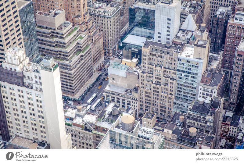 Straßenschluchten von New York, Blick von oben Manhattan New York City USA Amerika Stadt Hauptstadt Hafenstadt Stadtzentrum Skyline Haus Hochhaus Bankgebäude