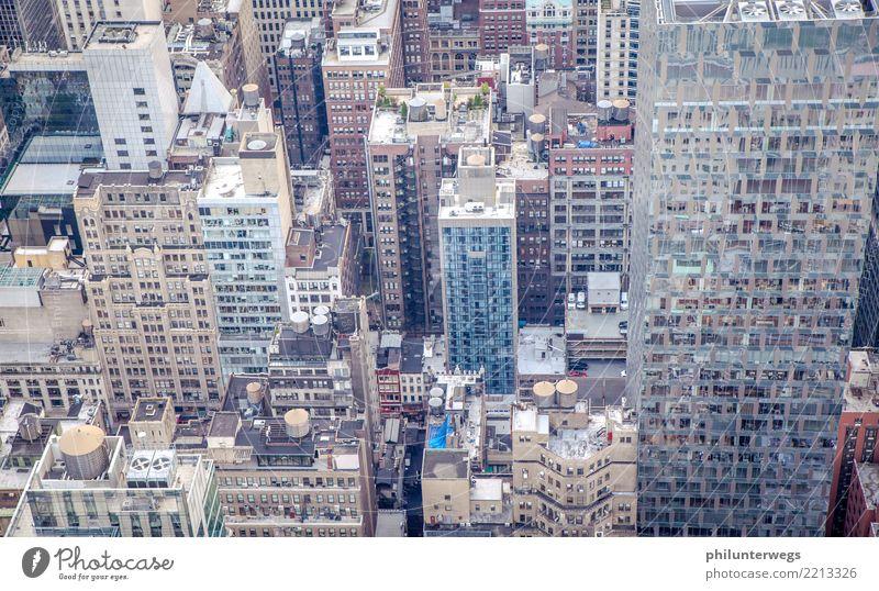 Wolkenkratzer und Häuser in New York von oben Manhattan New York City USA Amerika Stadt Hafenstadt Stadtzentrum Skyline Menschenleer Haus Hochhaus Bankgebäude