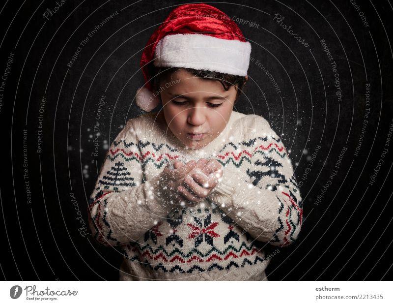 kleines Kind bläst Schnee von den Händen in Weihnachten Lifestyle Ferien & Urlaub & Reisen Abenteuer Winter Party Veranstaltung Feste & Feiern