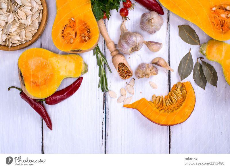 frischer Kürbis und Kürbiskerne Gemüse Kräuter & Gewürze Ernährung Essen Mittagessen Abendessen Bioprodukte Vegetarische Ernährung Diät Dekoration & Verzierung