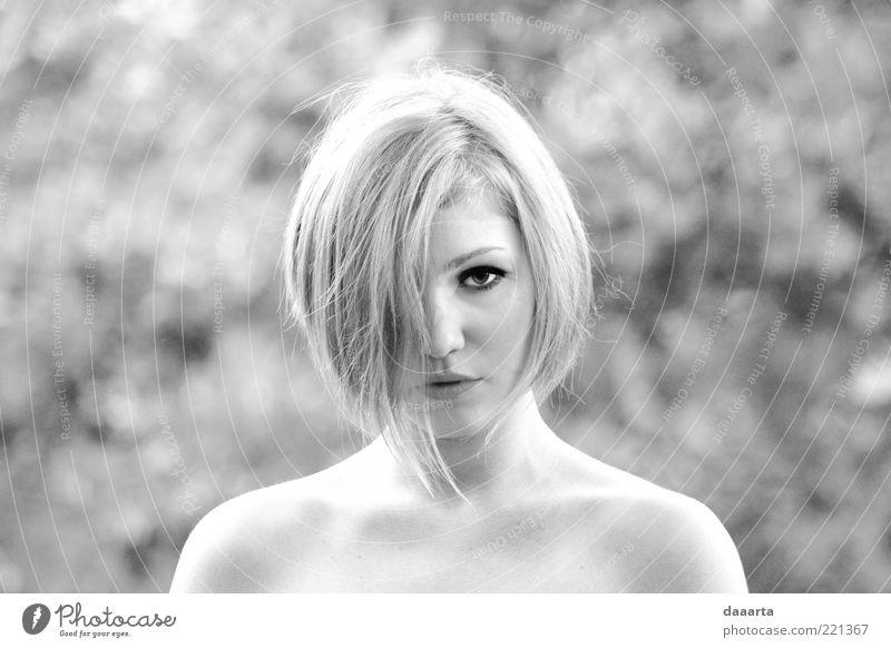 Mensch Natur Jugendliche schön Gesicht Erwachsene Auge feminin Kopf Haare & Frisuren Stimmung blond Mund Haut Nase niedlich