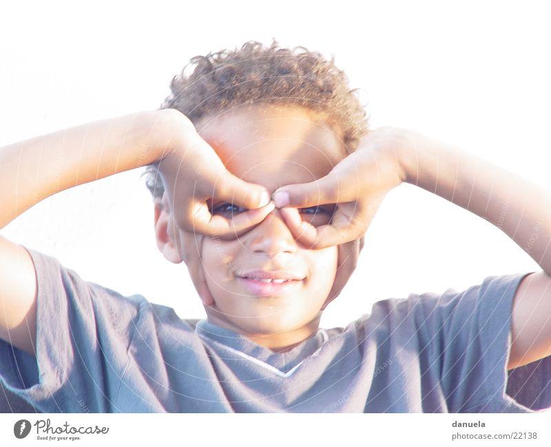 Black Boy Flieger Kind Hand schwarz Junge lachen Flugzeug Finger mehrfarbig