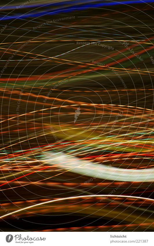 Lichtschlangen Nachtleben Energiewirtschaft Kunst Geschwindigkeit mehrfarbig schwarz Alkoholisiert Drogenrausch Bewegungsenergie leuchten leuchtende Farben