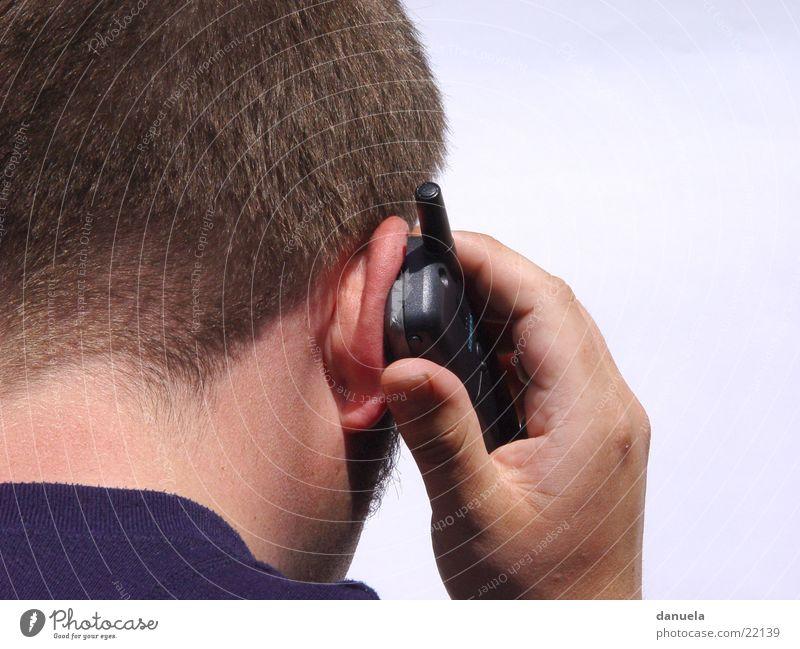 Ich hier - wer da? Mann Hand Handy rückwärts Rücken Telefon sprechen Telefongespräch