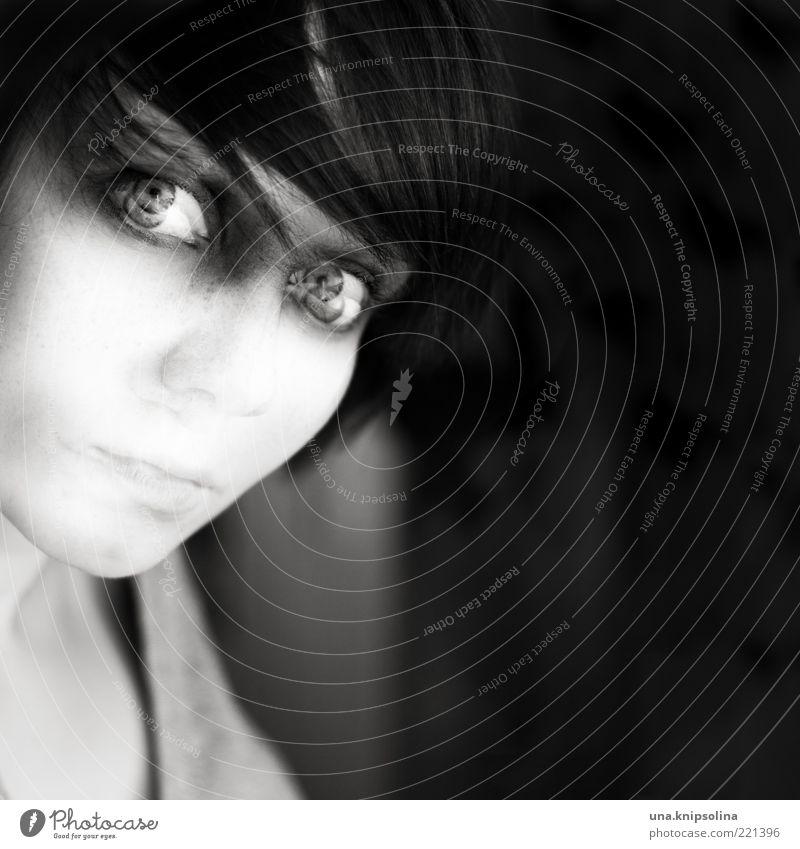ich lass los Mensch Frau Jugendliche Erwachsene Auge dunkel Gefühle Haut Mund Nase außergewöhnlich verrückt 18-30 Jahre Junge Frau Porträt geheimnisvoll