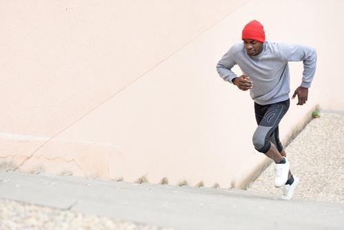 Mensch Mann Winter schwarz Erwachsene Lifestyle Sport Körper Kraft Aktion Fitness Typ muskulös Läufer Joggen üben