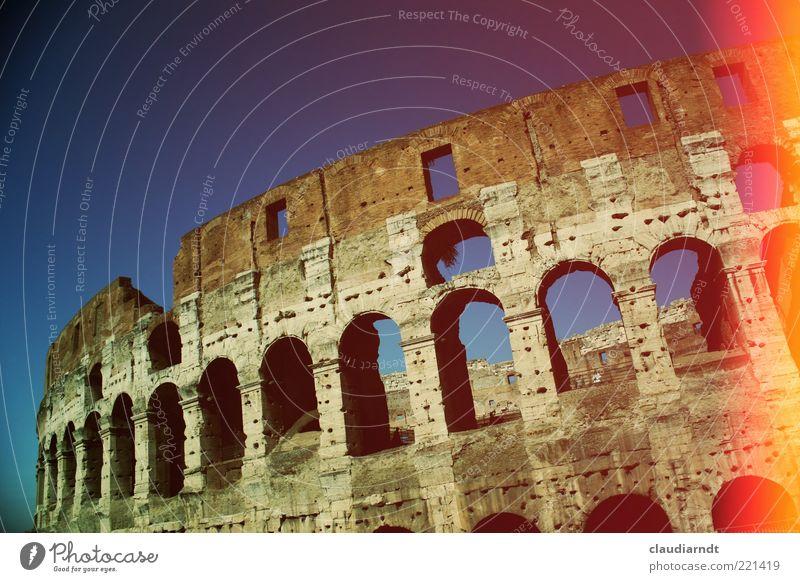 Kolossal alt Architektur Bauwerk Vergangenheit historisch Wahrzeichen Ruine antik Rom Sehenswürdigkeit Bogen Farbfleck Altstadt Blendenfleck Italien Kolosseum