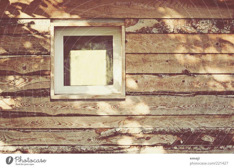 [ ] Hütte Fenster Wärme braun Holz Holzwand Holzhaus Balken Quadrat Maserung Farbfoto Außenaufnahme Textfreiraum links Textfreiraum unten Textfreiraum Mitte Tag