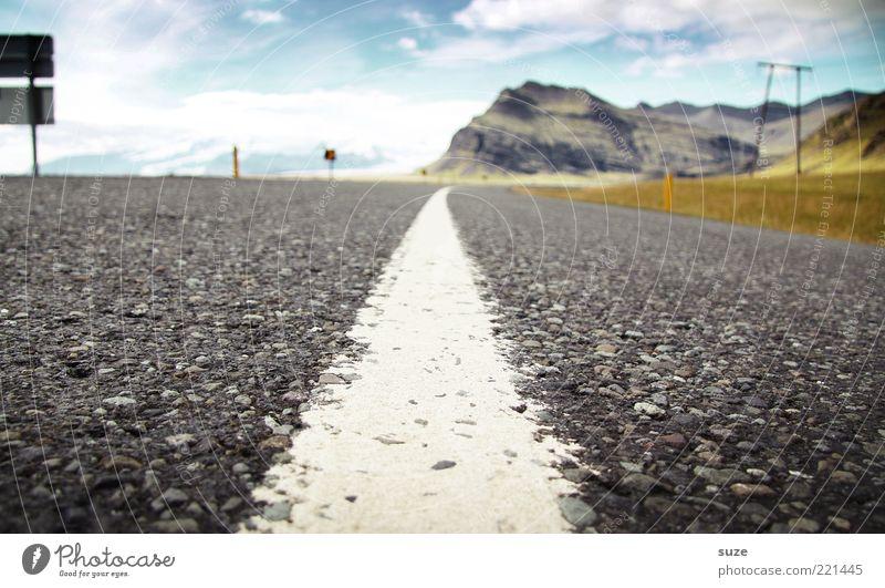 on the road again Himmel Ferne Straße Wiese Gras Berge u. Gebirge Freiheit Wege & Pfade Linie Schilder & Markierungen fahren Reisefotografie Ziel Asphalt Unendlichkeit Richtung