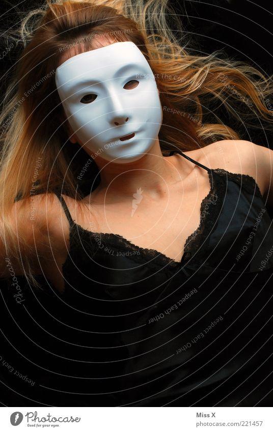 Ein DL für Klausi schön Mensch feminin Gesicht Brust 1 Kleid Unterwäsche gruselig geheimnisvoll Maske verstecken unerkannt blond Farbfoto Experiment