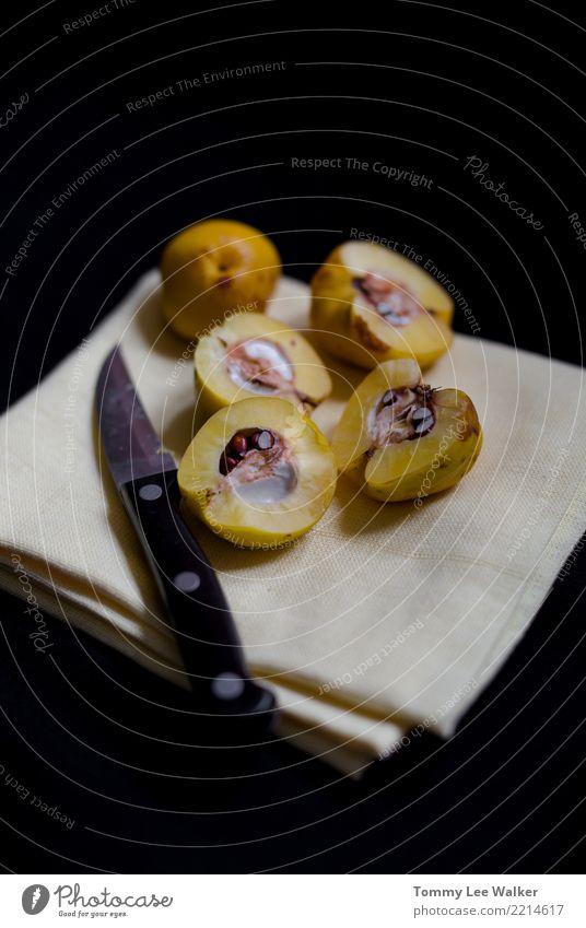 Gelbe Quitten auf Küchentuch Frucht Dessert Marmelade Ernährung Vegetarische Ernährung Tisch Menschengruppe Natur Herbst frisch saftig gelb Farbe Lebensmittel