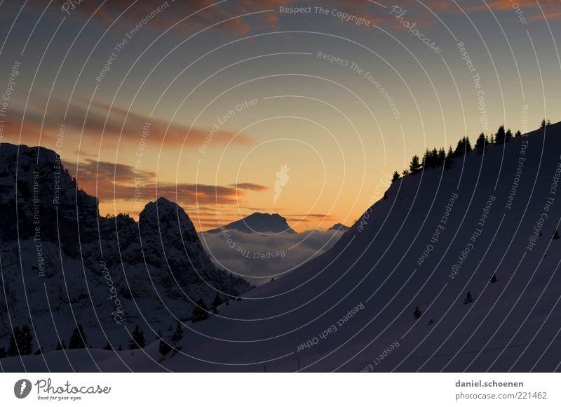 Flaine Winter Schnee Winterurlaub Berge u. Gebirge Alpen Schneebedeckte Gipfel blau gelb Textfreiraum oben Abend Dämmerung Sonnenaufgang Sonnenuntergang