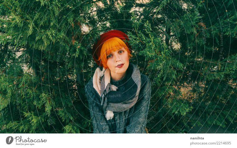 Junge rothaarige Frau im Wald Lifestyle elegant Stil schön Haare & Frisuren Mensch feminin Junge Frau Jugendliche Erwachsene 1 18-30 Jahre Umwelt Natur Herbst