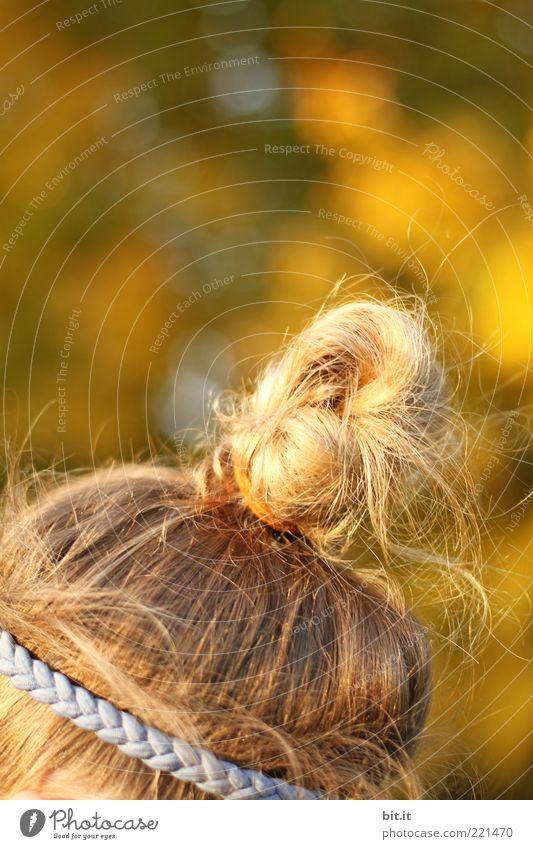 Dutt & Dots feminin Mädchen Kopf Haare & Frisuren 1 Mensch langhaarig Locken Behaarung blond frech trendy schön Wärme gelb Glück Lebensfreude Haarband
