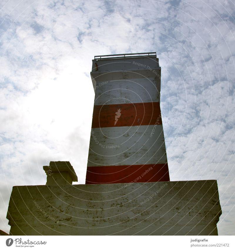 Island Himmel Meer rot Wolken kalt Wand Mauer Beton Fassade Turm Zeichen Island Schifffahrt Leuchtturm Schönes Wetter Navigation
