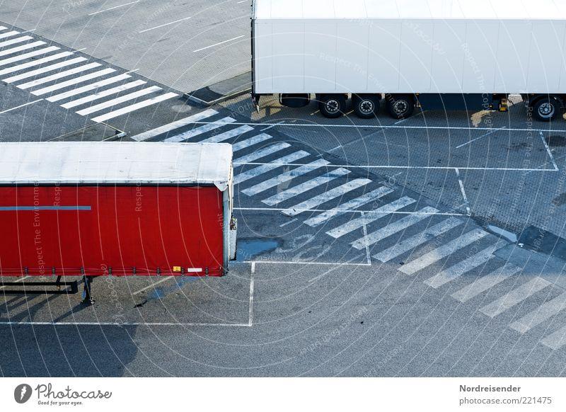 Ruhender Verkehr IV Arbeit & Erwerbstätigkeit Beruf Wirtschaft Handel Güterverkehr & Logistik Dienstleistungsgewerbe Menschenleer Verkehrswege Straßenverkehr
