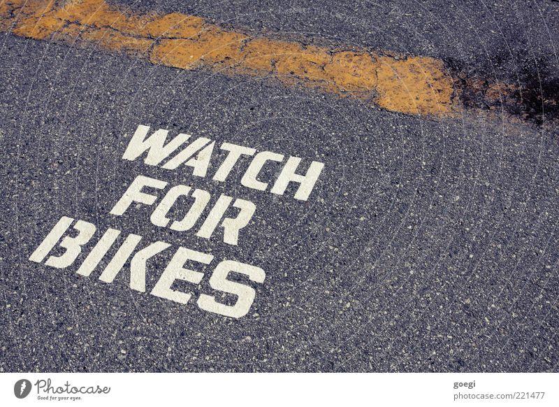Obacht weiß gelb Straße grau Wege & Pfade Schilder & Markierungen Verkehr Sicherheit Schriftzeichen Bodenbelag Asphalt Zeichen Hinweisschild Mobilität