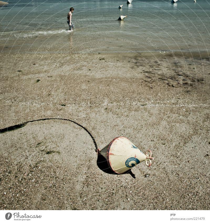 boy oh buoy Kind Wasser Meer Sommer Strand Ferien & Urlaub & Reisen Junge Stein Sand Metall Küste gehen nass Schilder & Markierungen Schwimmen & Baden Kindheit