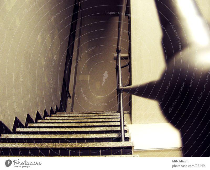 Stahl-Treppe alt dunkel Metall Architektur Geländer Treppenhaus