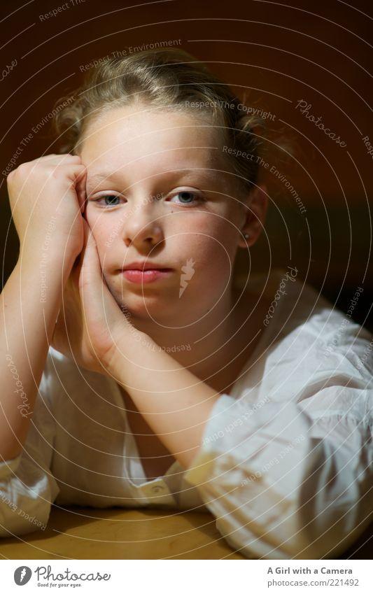Sweetness feminin Mädchen Junge Frau Jugendliche Kindheit Leben Kopf Gesicht 1 Mensch 8-13 Jahre beobachten Blick träumen blond elegant weich rot weiß