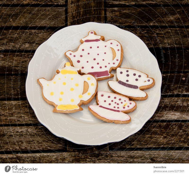 Teegebäck Lebensmittel Teigwaren Backwaren Süßwaren Teller Duft süß braun weiß Dekoration & Verzierung Zuckerguß Holztisch Teekanne Teetasse Ernährung