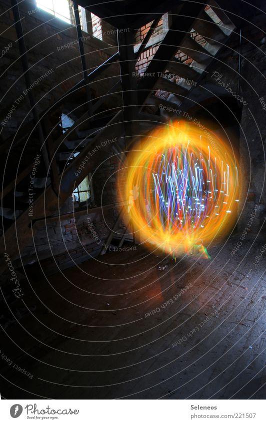 Wünsch dir was! Raum Mauer Wand Treppe Fenster Kugel glänzend leuchten Energie Ruine Industrie Lichtspiel Farbfoto Innenaufnahme Menschenleer Tag Kunstlicht