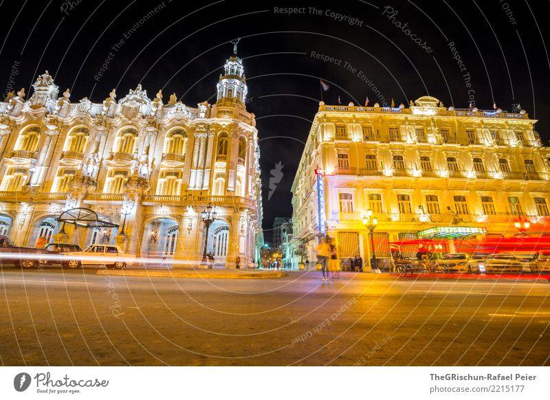 Havanna by Nitht Stadt Hauptstadt mehrfarbig gelb gold Licht Langzeitbelichtung Kuba Straße Hotel grell lebhaft Gebäude Historische Bauten Nacht
