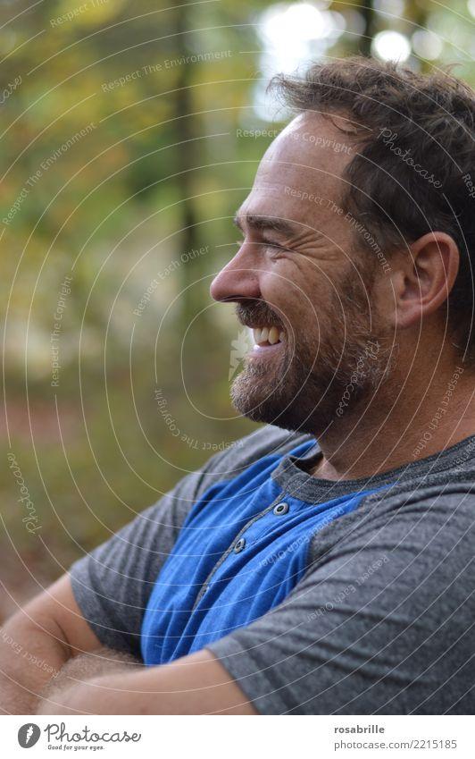 draußen in der Freizeit Mensch Natur Mann Erholung ruhig Freude Wald Erwachsene lachen Glück Ausflug Freizeit & Hobby Zufriedenheit maskulin Park 45-60 Jahre