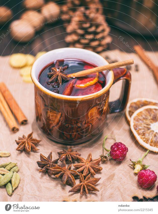 trinke Glühwein in brauner Keramikkrug Weihnachten & Advent rot Winter natürlich Holz Feste & Feiern Frucht Dekoration & Verzierung Tisch Papier