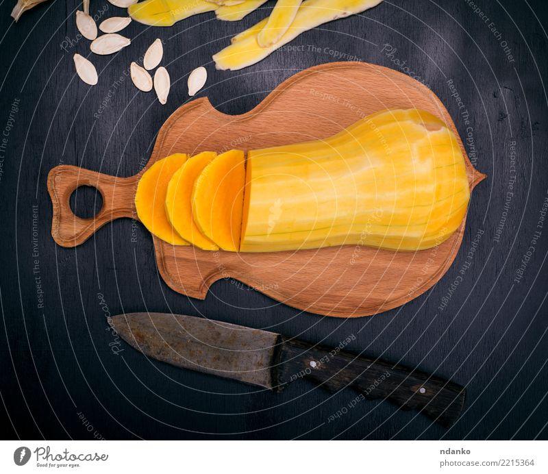 Natur schwarz Essen gelb Holz oben frisch Tisch Gemüse Jahreszeiten Ernte Tradition Abendessen Messer Mahlzeit Vegetarische Ernährung