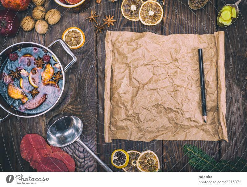 leere braune Papierrolle Kräuter & Gewürze Getränk Alkohol Glühwein Topf Pfanne Löffel Holz heiß oben retro süß trinken Feiertag Anis Ingwer festlich Zapfen