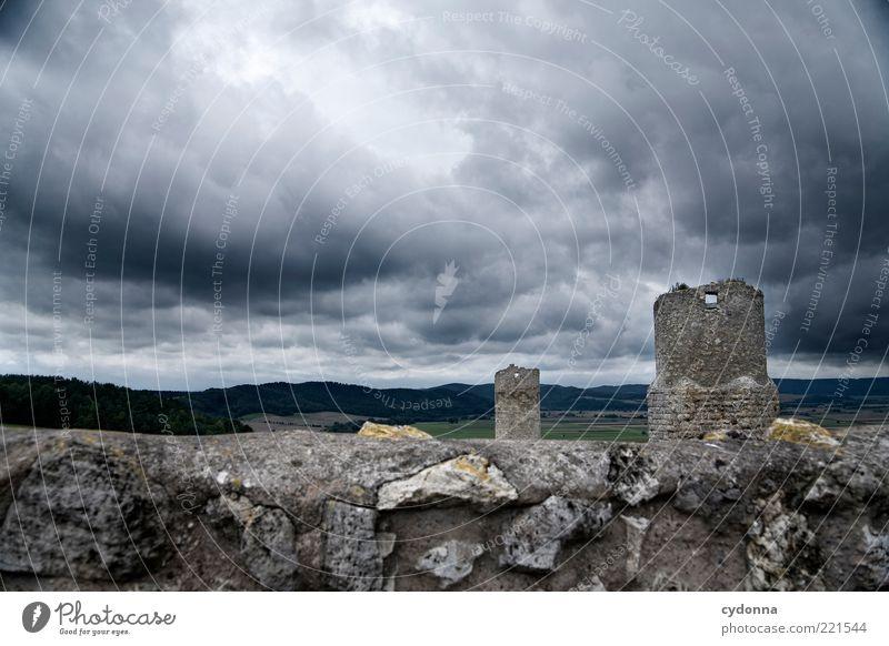 Rückblick Ausflug Ferne Freiheit Sightseeing Umwelt Natur Landschaft Gewitterwolken schlechtes Wetter Ruine Turm Mauer Wand Einsamkeit Endzeitstimmung ruhig
