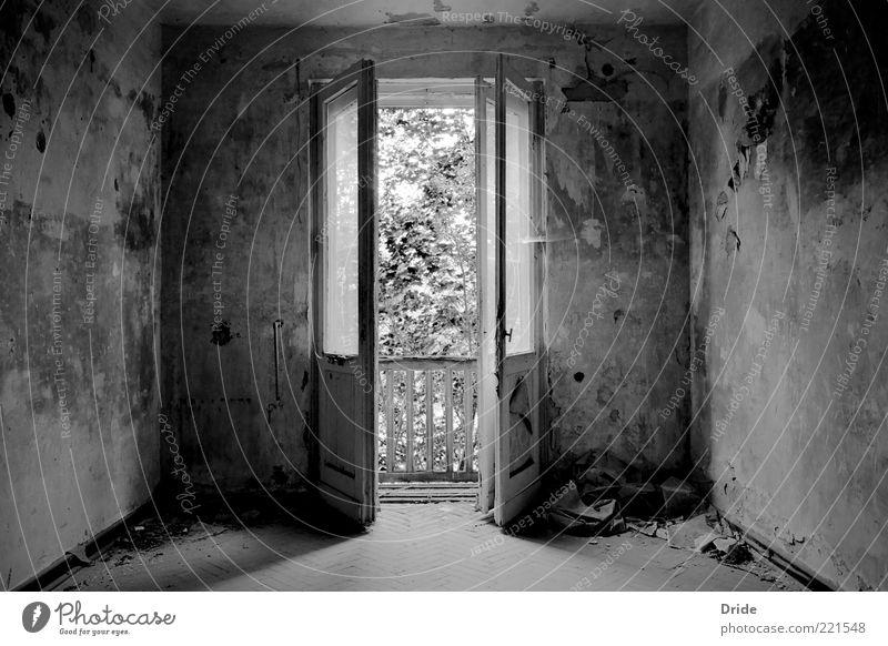 Frische Luft alt weiß schwarz Haus Wand Fenster träumen Mauer Gebäude Raum Architektur Deutschland Tür frei Europa retro