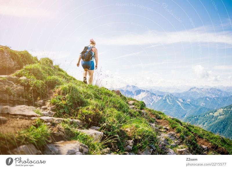 lieblingsplatzerl Ferien & Urlaub & Reisen Abenteuer Berge u. Gebirge wandern Junge Frau Jugendliche 18-30 Jahre Erwachsene Natur Landschaft Sonnenlicht Sommer