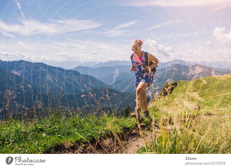 frei Himmel Natur Ferien & Urlaub & Reisen Jugendliche Junge Frau Sommer schön Sonne Landschaft Erholung Berge u. Gebirge 18-30 Jahre Erwachsene feminin Sport