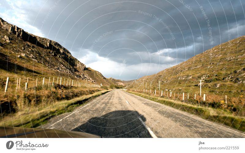 fahren {N3} Wohlgefühl Ferien & Urlaub & Reisen Tourismus Ferne Herbst Schottland Verkehr Verkehrsmittel Verkehrswege Personenverkehr Autofahren Straße PKW