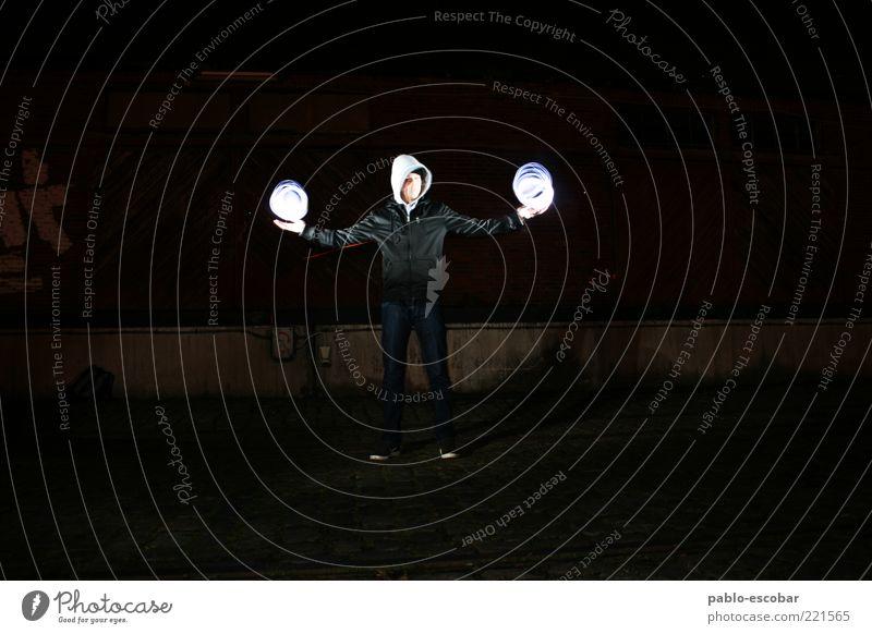 Luftnomade Mensch Jugendliche ruhig Erwachsene dunkel Wand Spielen Gefühle Mauer Stimmung hell Kunst Kraft Freizeit & Hobby maskulin verrückt